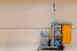 Accesorios de limpieza profesional para almacenes e oficinas
